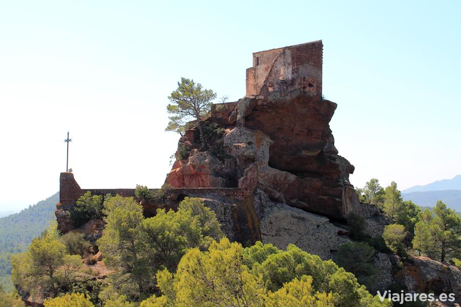 Ermita de Mare de Déu de la Roca i Sant Ramón, en equilibrio sobre las rocas