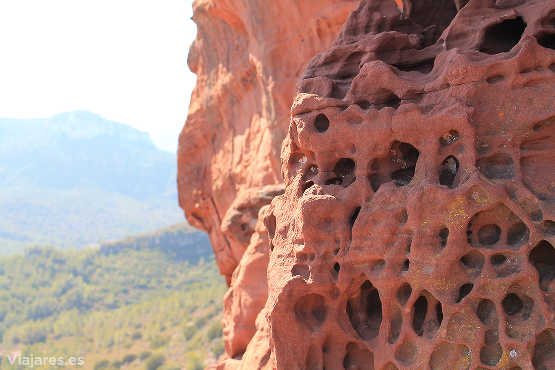 Roca de color rojo características de la zona