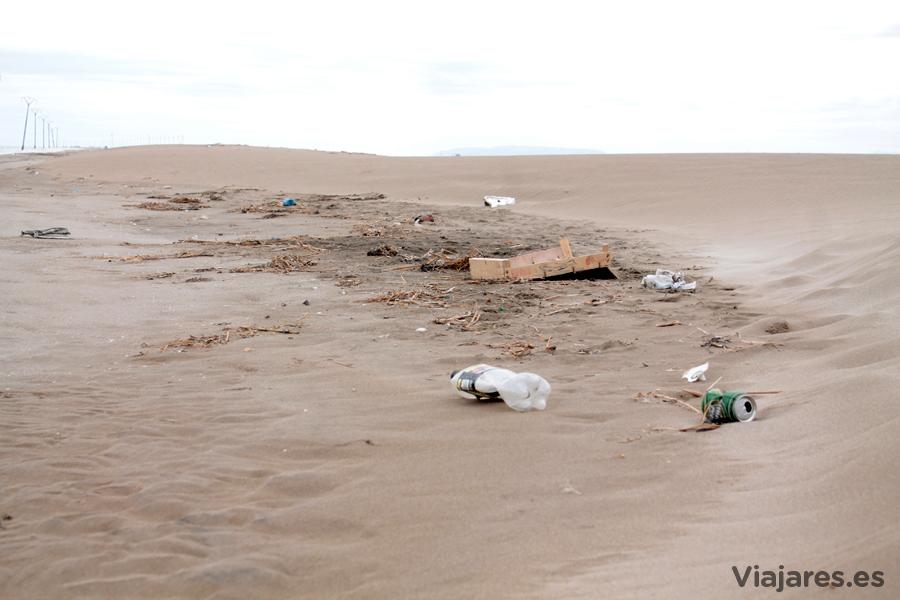 Escombros y basura en el Trabucador - Delta del Ebro