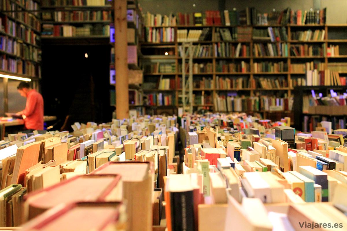 Interior de la librería y espacio cultural El Siglo