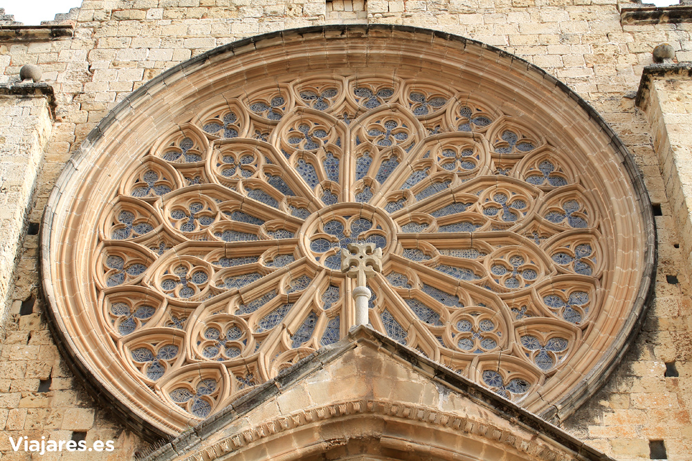 Rosetón en la fachada de la iglesia del Monestir de Sant Cugat