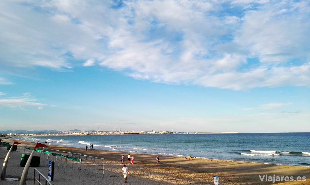 La estupenda playa de La Pineda en la Costa Daurada