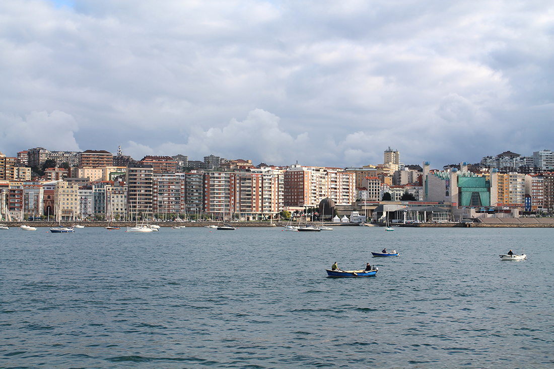 La fachada marítima de Santander desde la bahía