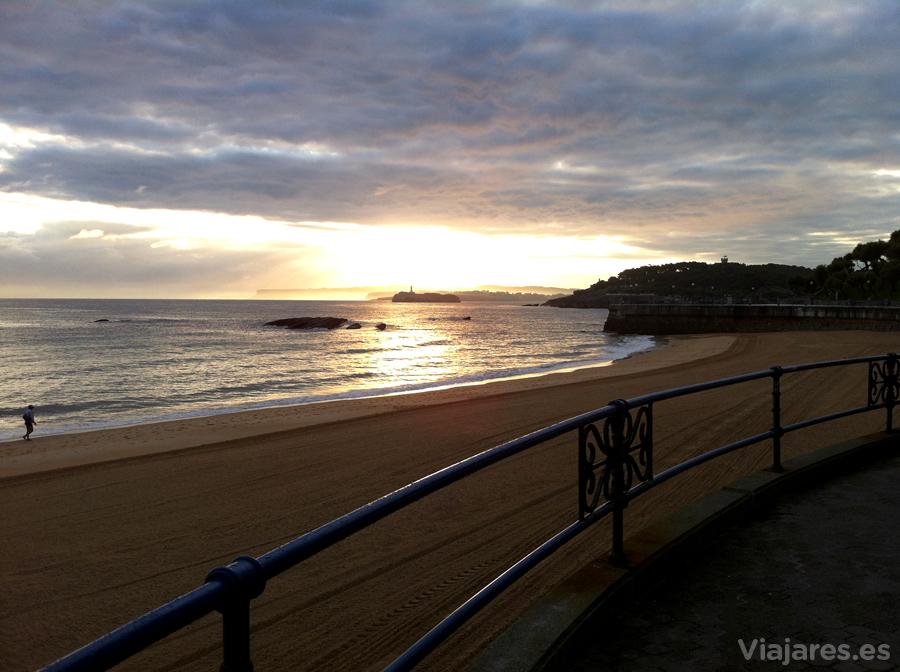 Playa El Sardinero al amanecer