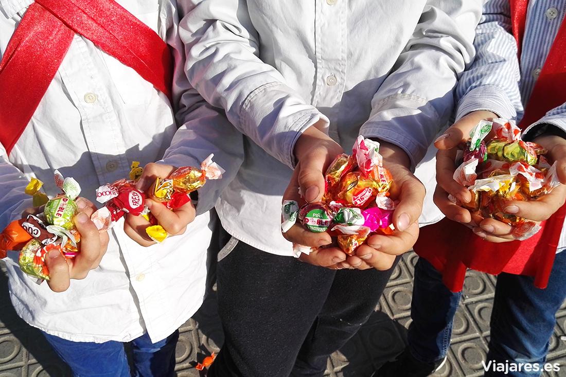 Caramelos y más caramelos en el Carnaval de Vilanova