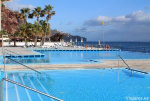 Piscinas frente al mar en Hotel Vidamar Resort Madeira