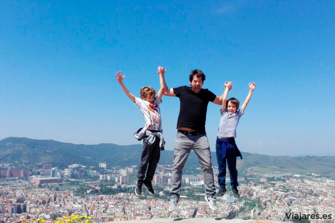 Saltando sobre la ciudad de Barcelona