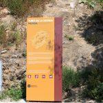 Carteles indicativos en el Turó de la Rovira de Barcelona