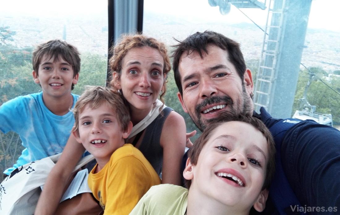 Subiendo en teleférico toda la família