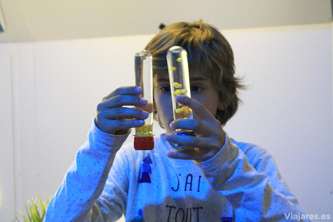 Experimentos científicos simulando cero gravedad