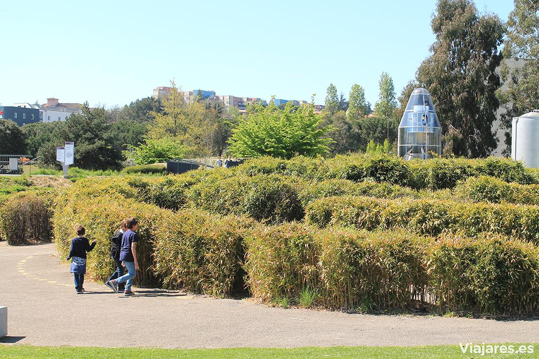 Jardines, con laberinto incluido, del recinto