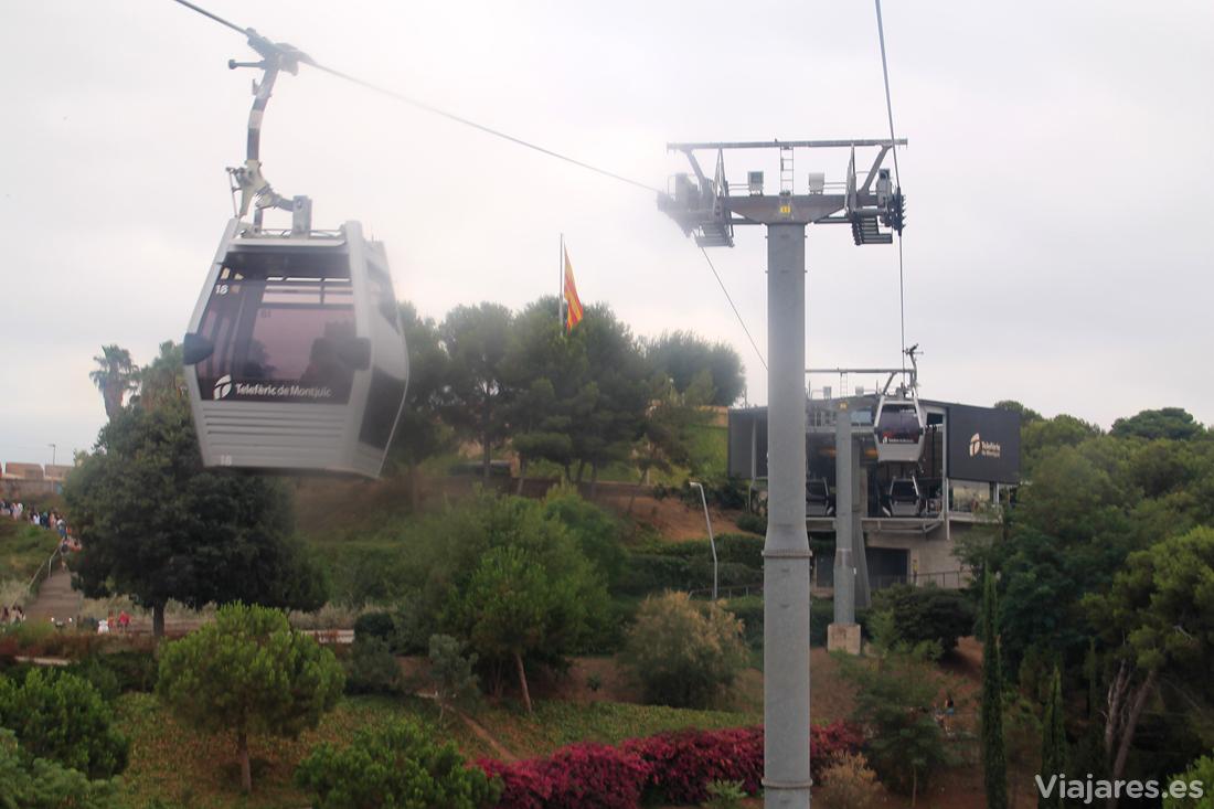 Llegada a lo alto de la montaña de Montjuïc en teleférico