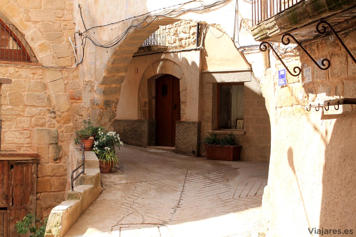 Juego de volúmenes y luces en Horta de Sant Joan