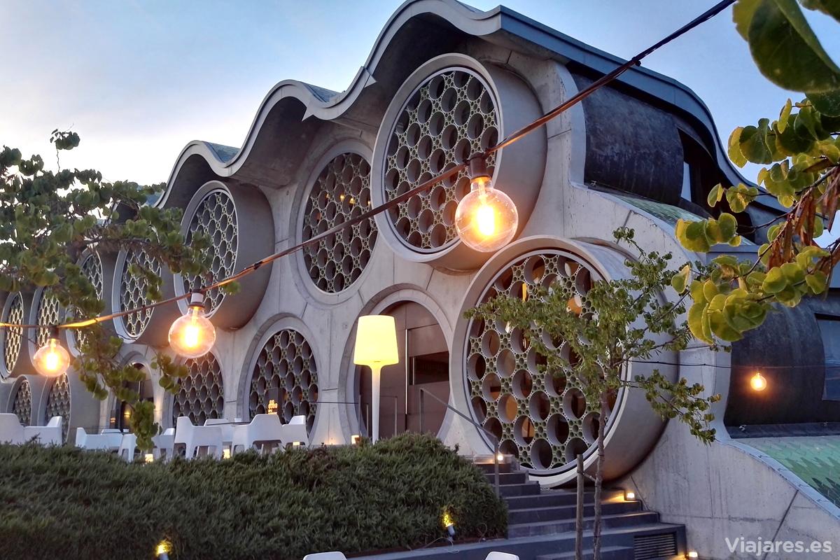 La sinuosa fachada del Hotel Mastinell