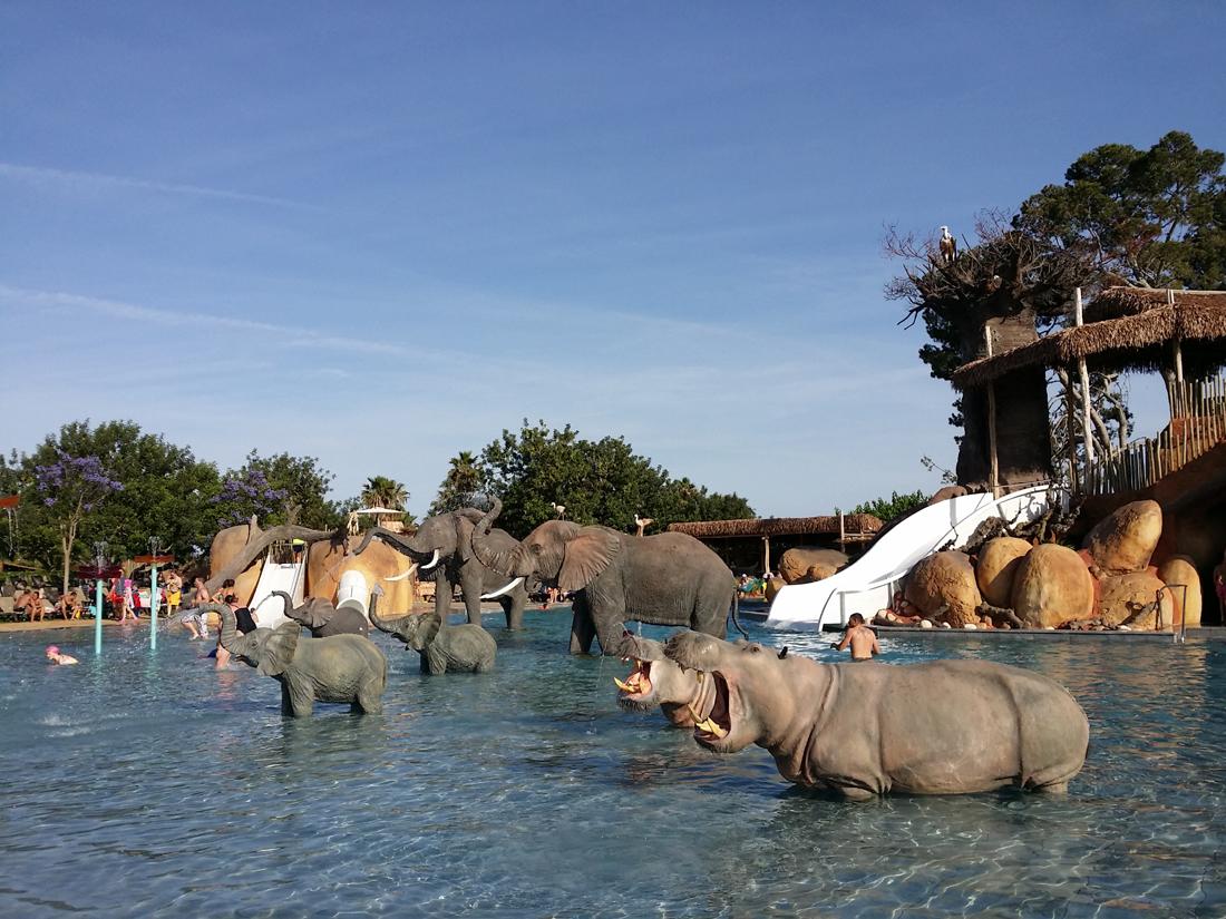 Vacaciones con ni os en camping resort sangul salou de la for Camping con piscina climatizada en tarragona