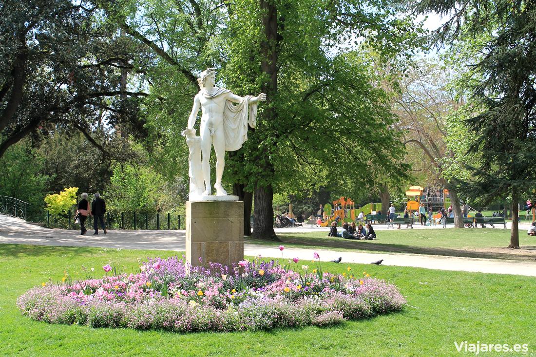 Una de las muchas esculturas que encontraréis en Jardin des Plantes