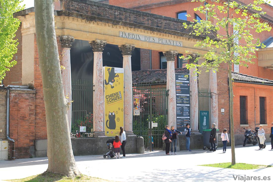La entrada al Muséum de Toulouse es por los jardines
