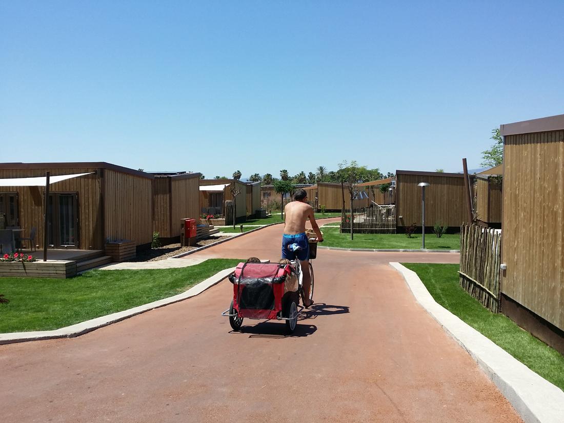 Disfrutando en bici por el Camping Sangulí