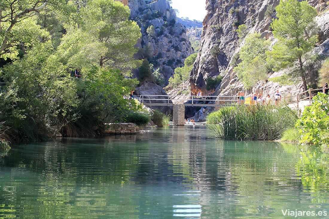 Aguas del río Canaletes en la Fontcalda