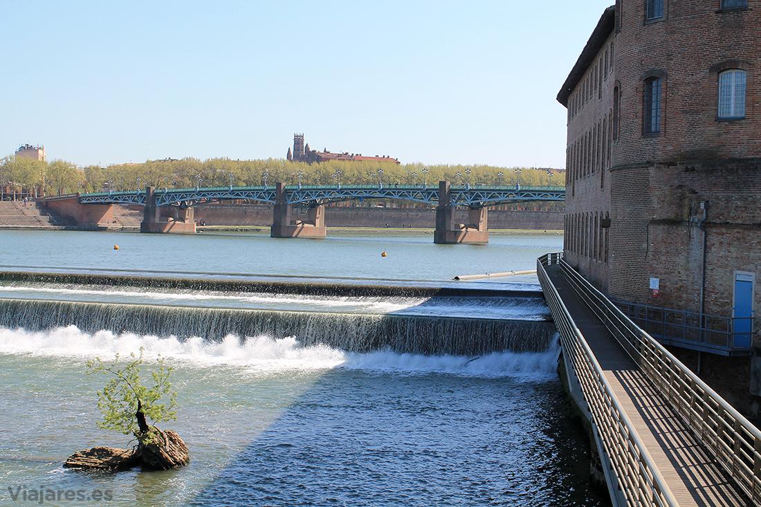 El Garona con el puente de Saint Pierre