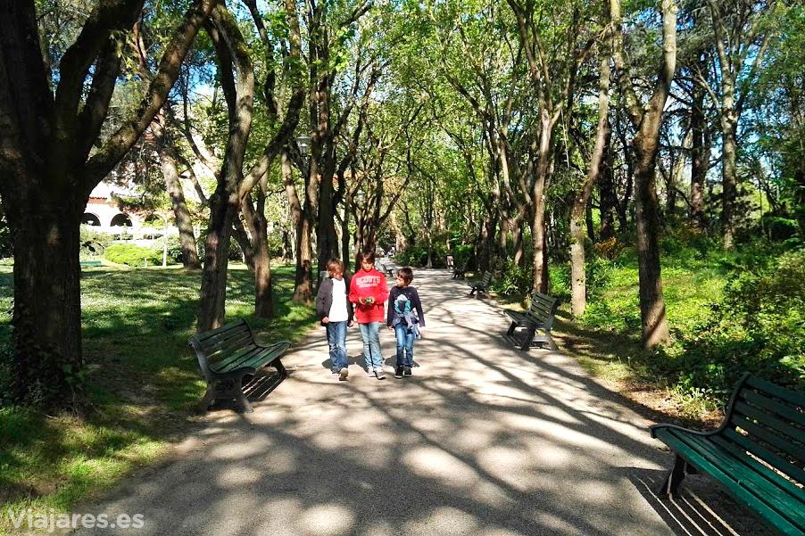 Paseo por el Jardin Compans Caffareli