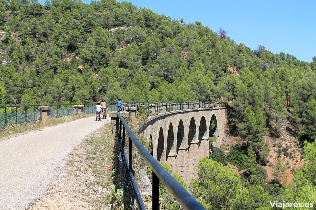 En el recorrido se suceden puentes y túneles