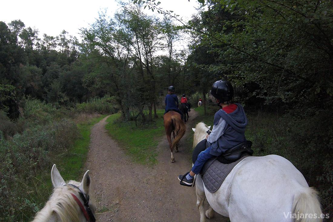 Paseo a caballo en familia por Santa Susanna