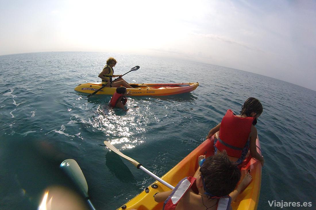 Kayak de mar en la costa de Santa Susanna