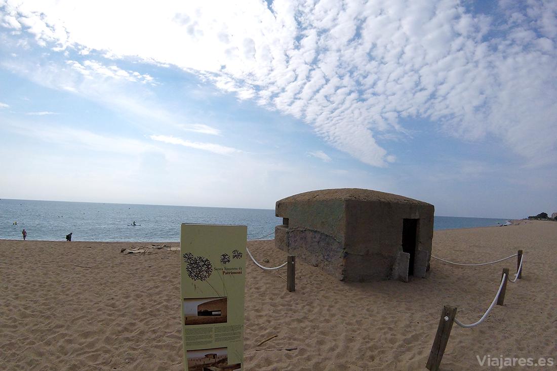 Antiguo bunker en la Playa de las Dunas de Santa Susanna