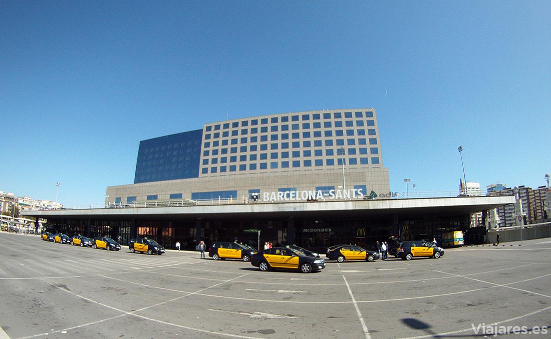 Taxis delante de la estación de Sants en Barcelona