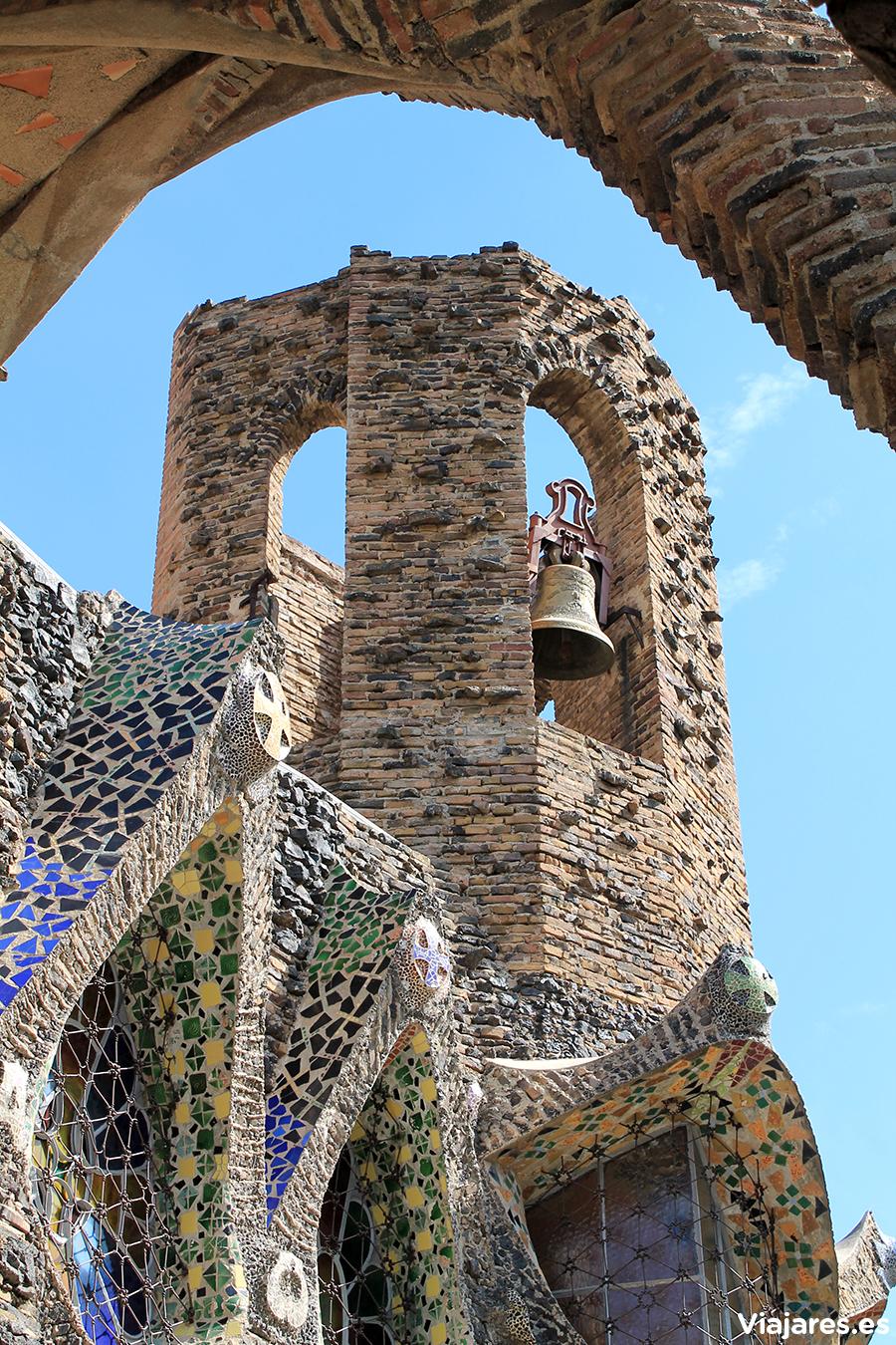 Torre de la iglesia en la Colonia Güell