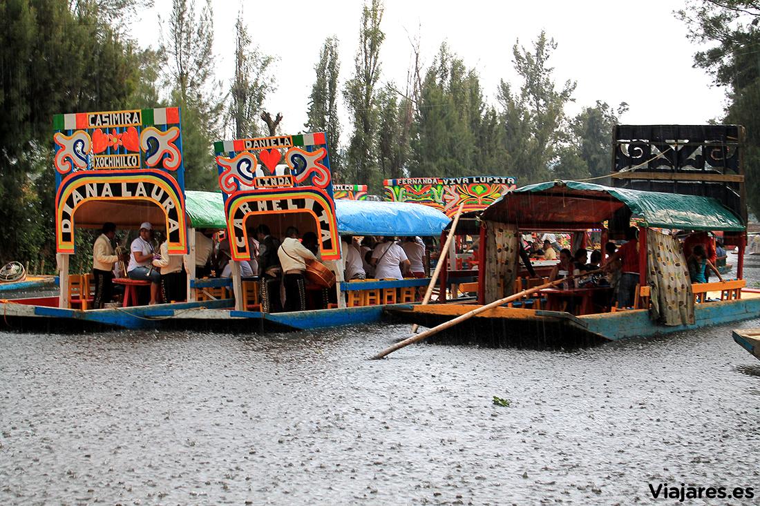 Chaparrón en Xochimilco