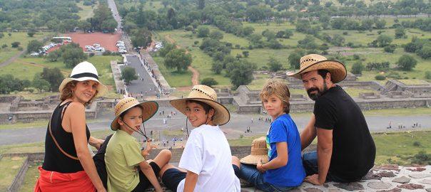 Disfrutando de las vistas en lo alto de la Pirámide del Sol, Teotihuacán