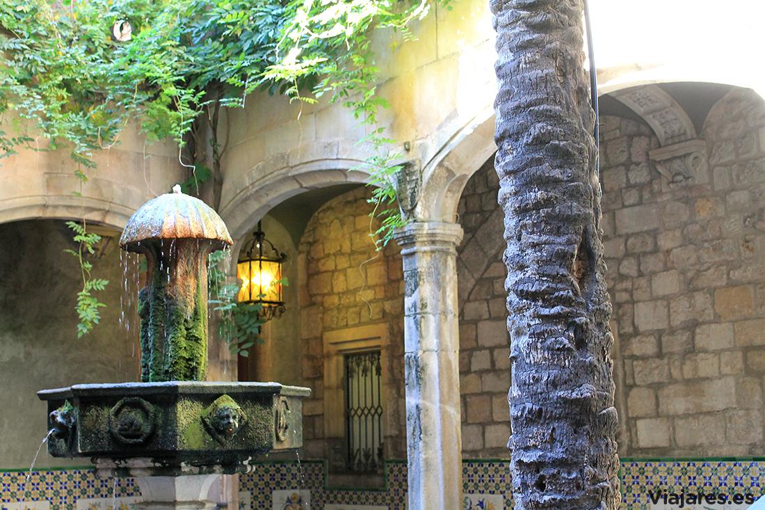 Patio de la Casa de l'Ardiaca de Barcelona