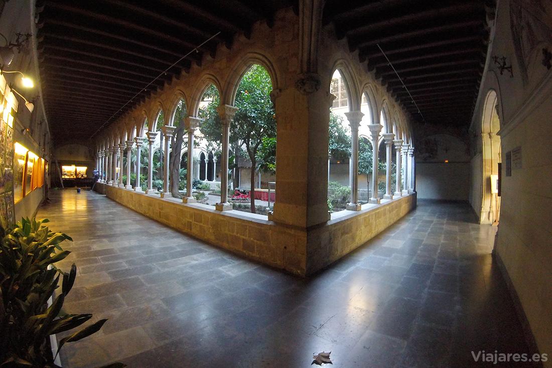Claustro de la Parròquia de la Concepció de Barcelona