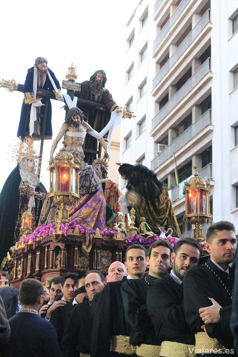 Las procesiones ofrecen estampas que sorprenden al visitante