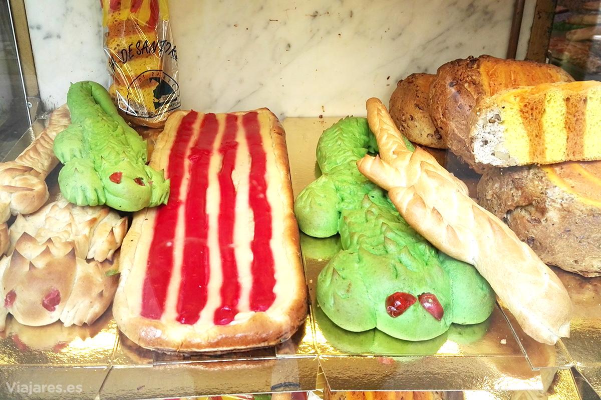 Productos relativos a Sant Jordi en una panadería de Barcelona