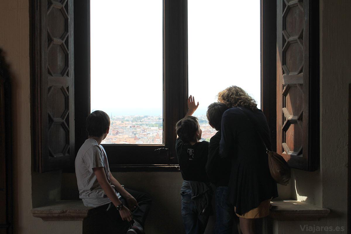Desde las ventanas del castillo se tiene una perspectiva fabulosa