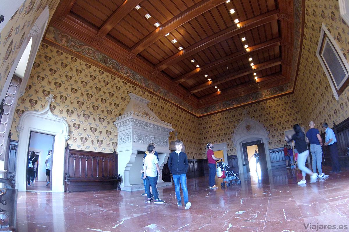 Sala institucional del castillo