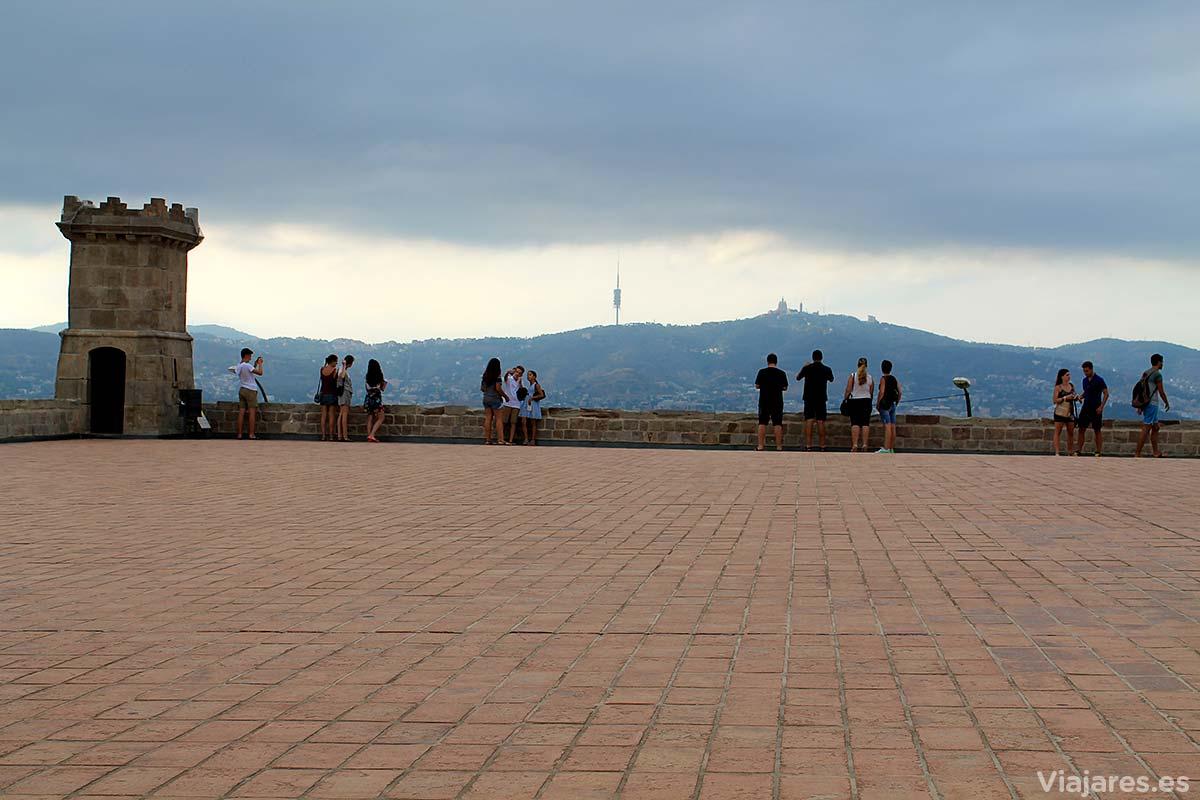 Silueta de Collserola con la Torre de Collserola y Tibidabo