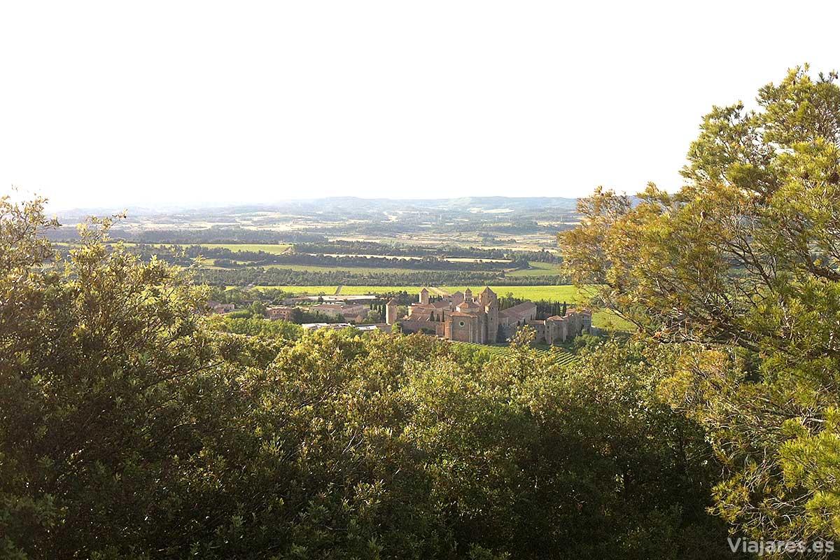 El monasterio y el paisaje que lo rodea