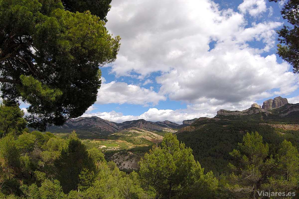 Paisaje de Els Ports con las Rocas de Benet a la derecha