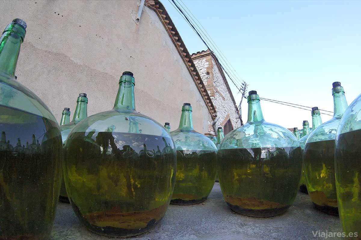 Algunos vinos reposan un par de años a la intemperie