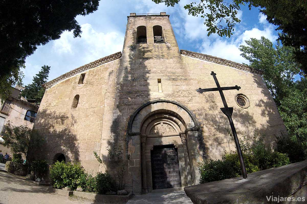 Fachada de la iglesia románica de Sant Martí