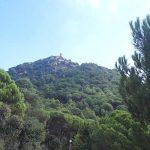 Castillo de Burriac en lo alto del cerro