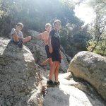 Subiendo entre rocas en el tramo final