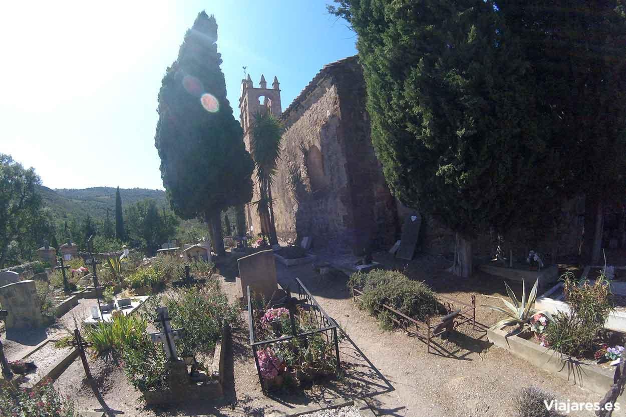 Iglesia de Santa María del Mercadal y cementerio